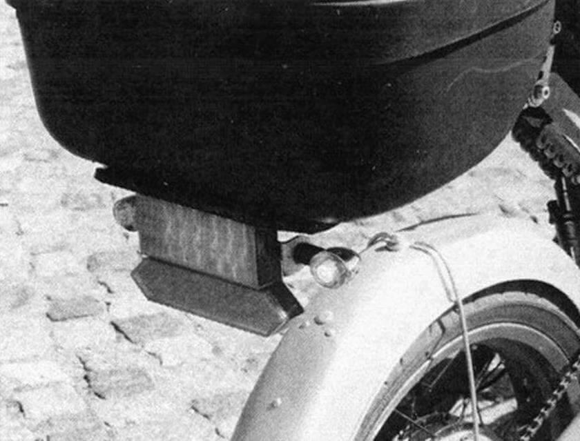 Велосипед предназначен для городской езды, поэтому светосигнальное оборудование здесь необходимо