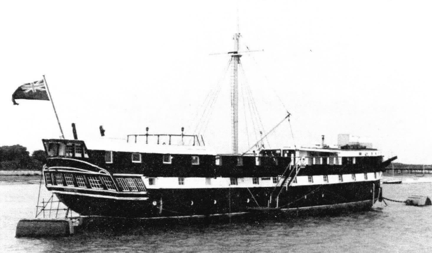 Учебное судно «Фудроянт» незадолго до начала восстановления в качестве фрегата
